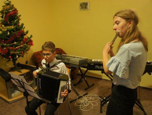 Vánoční koledování v dětském domově