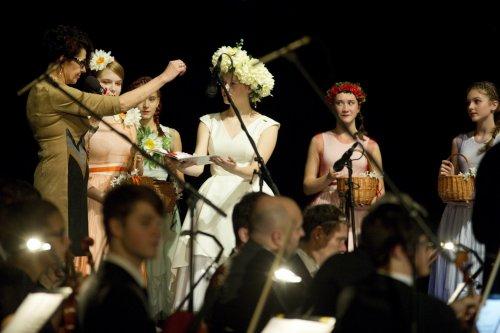 Slovácká filharmonie, | šest cimbálových muzik a dvoje ovace vestoje