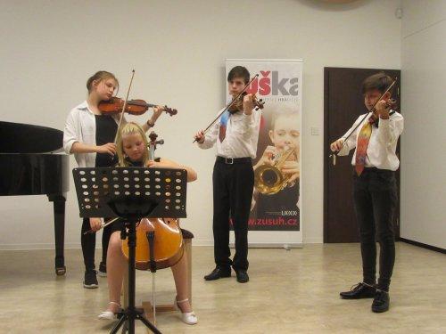 Fotogalerie   z 5. koncertu absolventů a sólistů